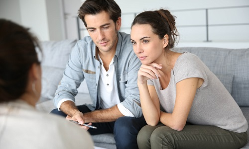 couple-getting-finacial -advice